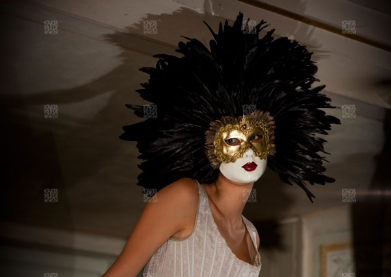 The Aurora face: the feathered mask of Eyes Wide Shut